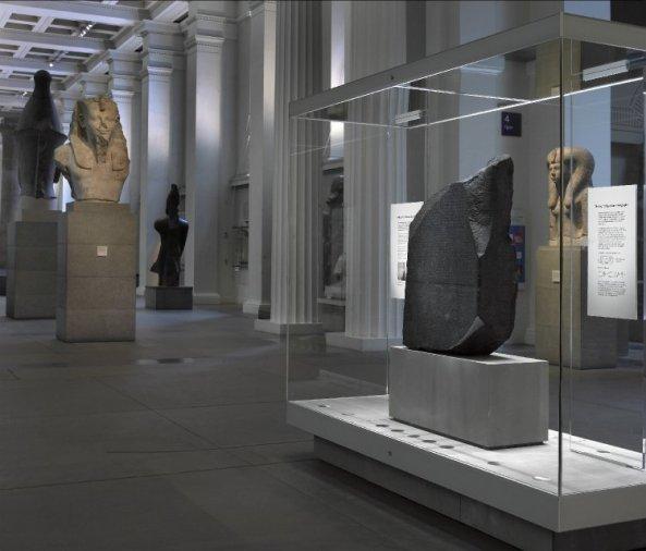 British-Museum_The-Rosetta-Stone-in-Gallery