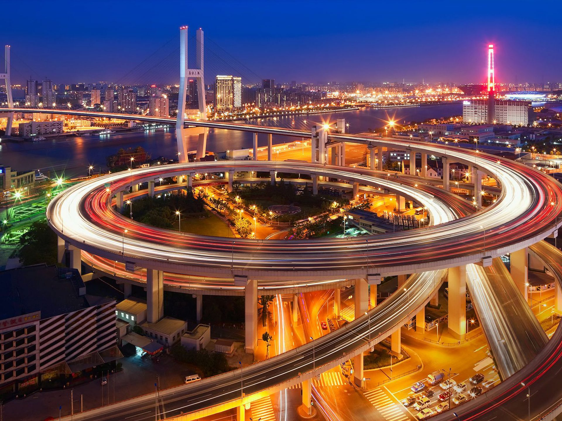 Circular-overpass-in-the-city-of-Shanghai-Nanpu-Bridge-evening-night-lights-China-Desktop-Wallpaper-HD-2560x1600-1920x1440