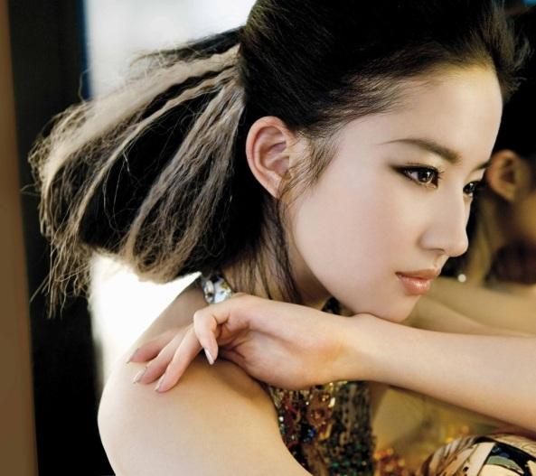 Crystal Liu Yi Fei 1