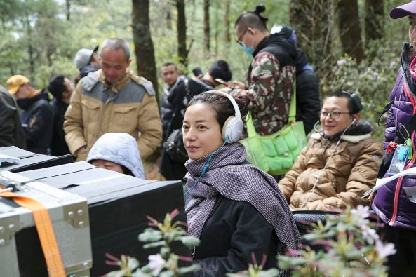 Director_Zhao_Wei_filming_second_feature (1)