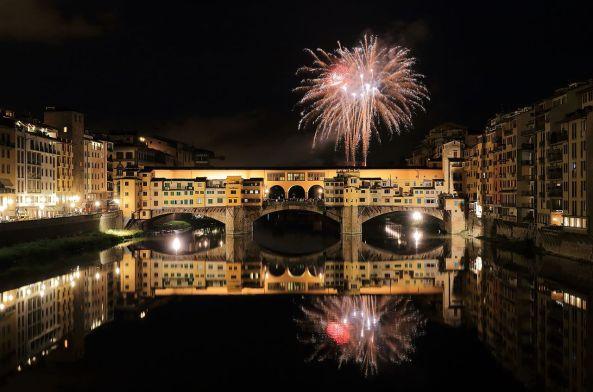 Fireworks_over_Ponte_Vecchio