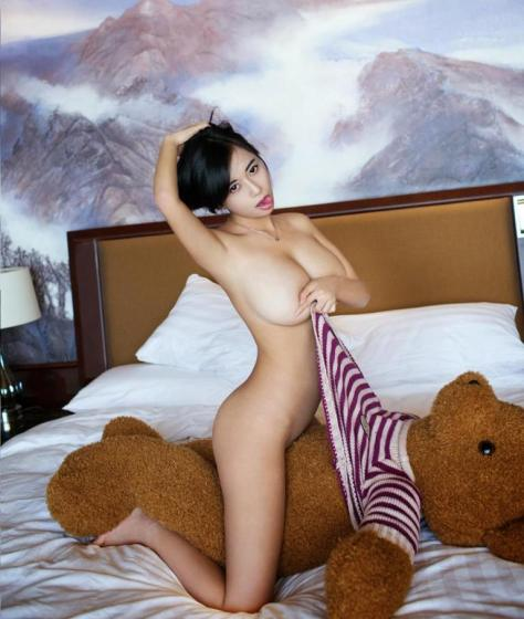 huang-ke-model-nude-with-teddy-bear-bathroom-14