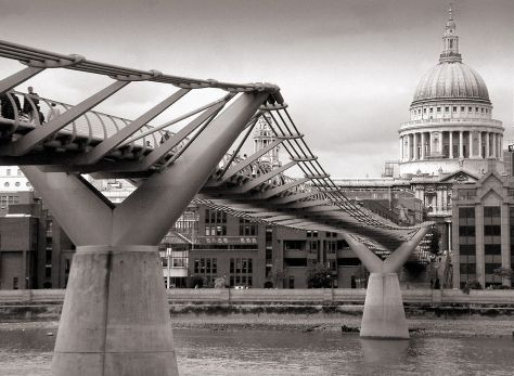 London_millennium_wobbly_bridge
