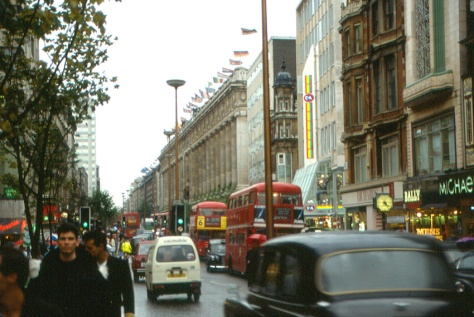 London_Oxford_Street_Selfridges_shop_in_1987