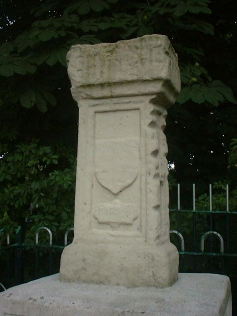London_Stone,_Staines_028