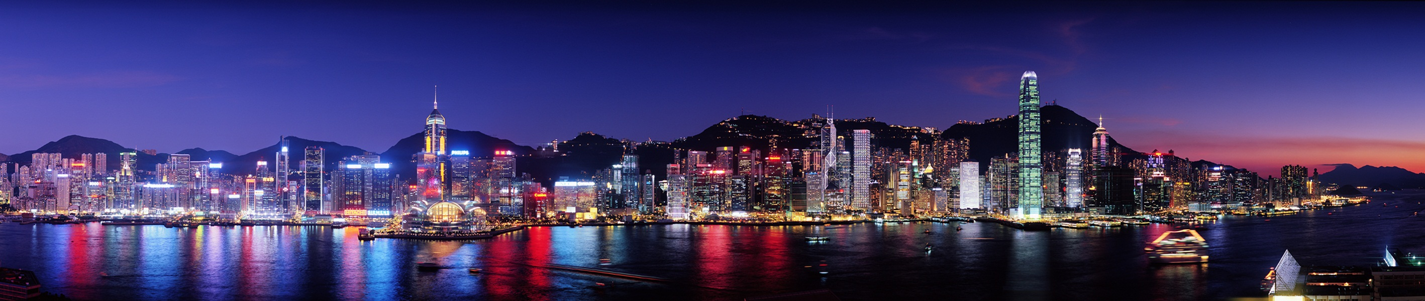 Panorama.2-Hong_Kong_at_night