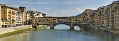 Panorama_of_the_Ponte_Vecchio_in_Florence,_Italy