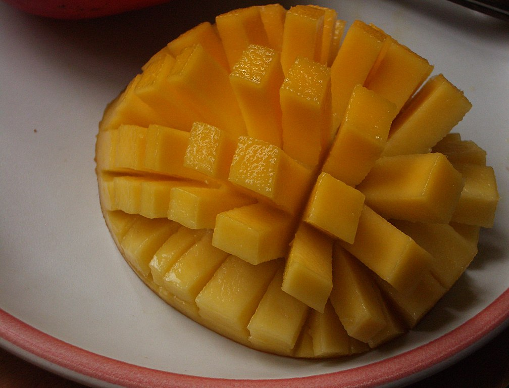 1008px-Sliced-cubed_Mango_01
