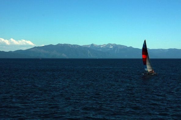 1024px-A_view_of_Lake_Tahoe_from_Crystal_bay
