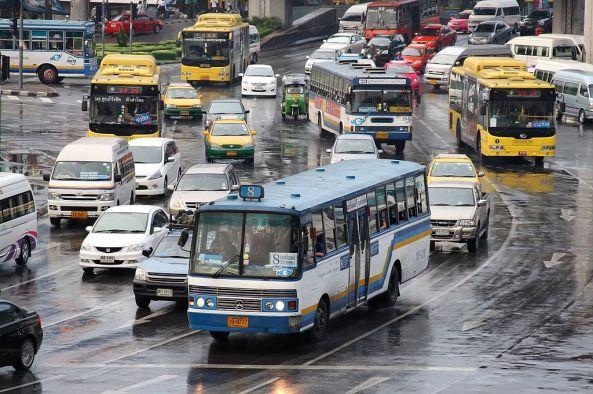 1024px-Bangkok_Mercedes-Benz_bus