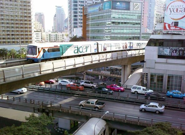 1024px-BTS_Skytrain_over_Sala_Daeng_Intersection