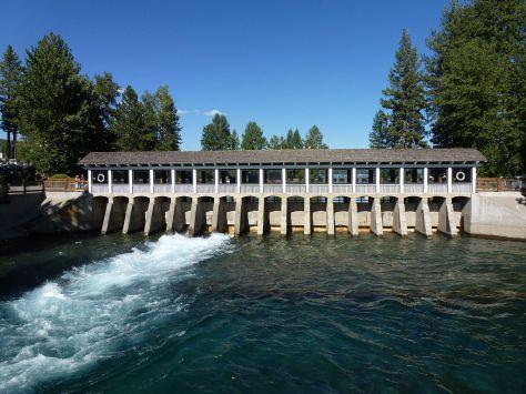 1024px-Lake_Tahoe_Dam_1