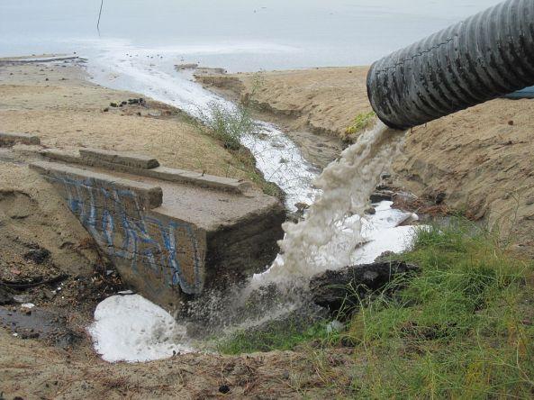 1024px-Lake_tahoe_storm_drain_el_dorado_beach_2