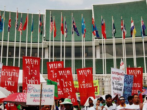 1024px-Protesters_at_2009_Bangkok_Talks_on_Climate_Change