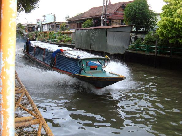 1024px-Watertaxi_on_the_Khlong_Saen_Saeb
