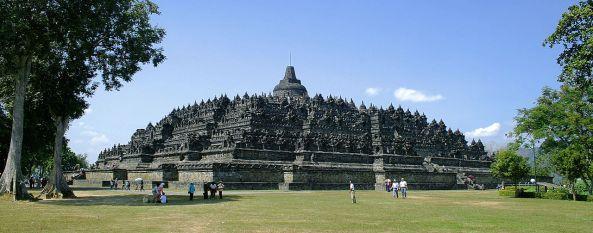 1280px-Borobudur-Nothwest-view