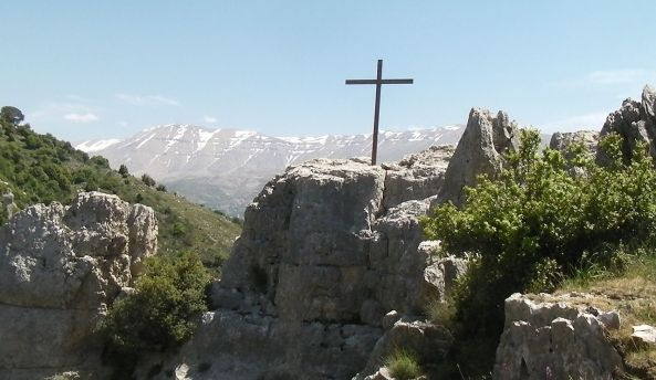 1280px-Kadisha_Valley_cross