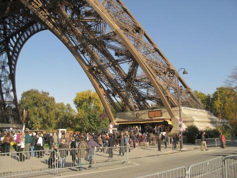 1280px-Paris_Eiffel_092