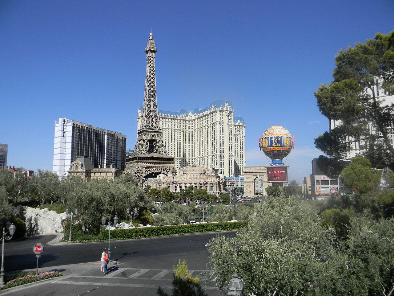 1280px-Paris_hotel_(Las_Vegas)1