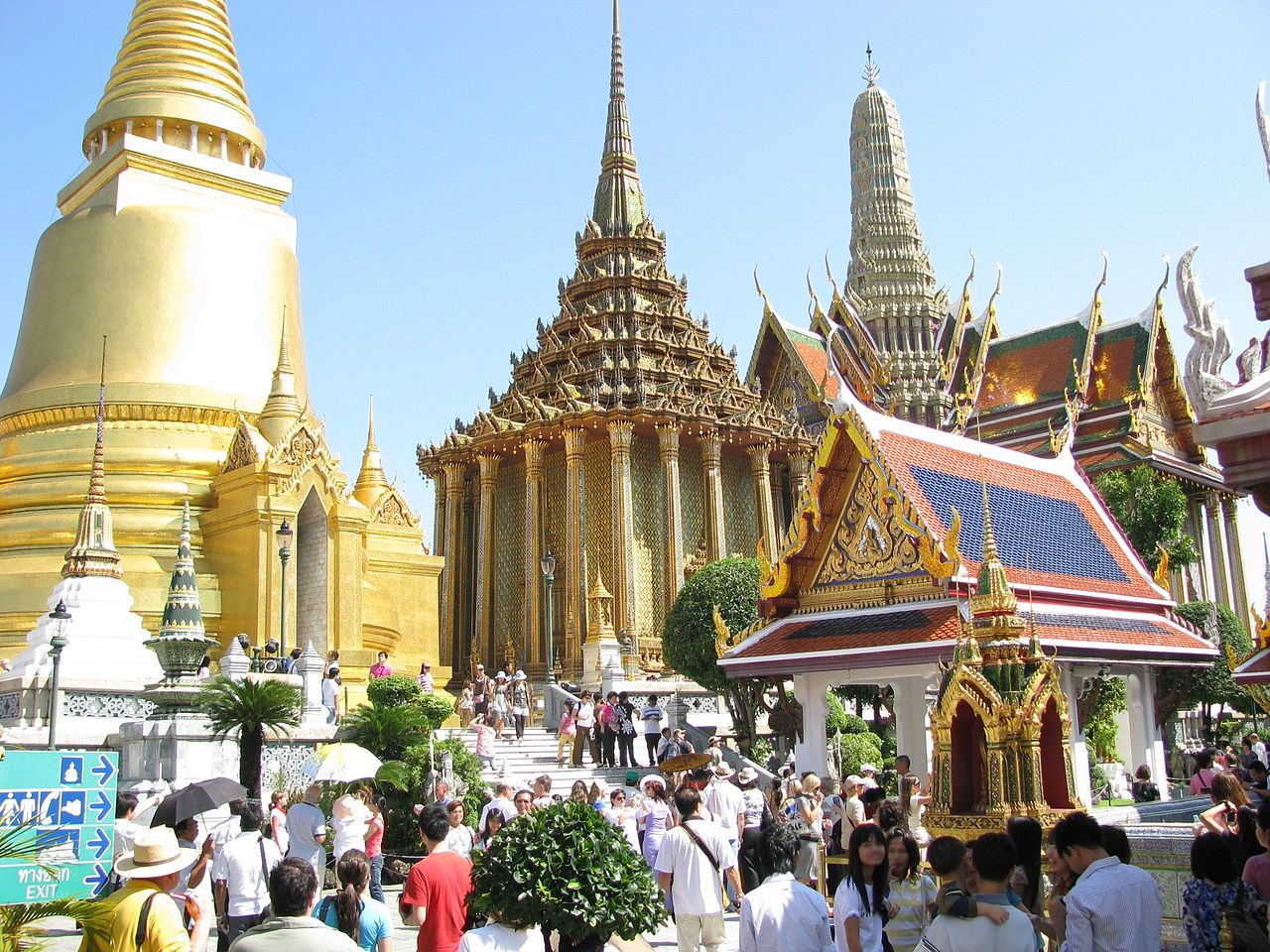 1280px-Wat_Phra_Sri_Rattana_Satsadaram_07