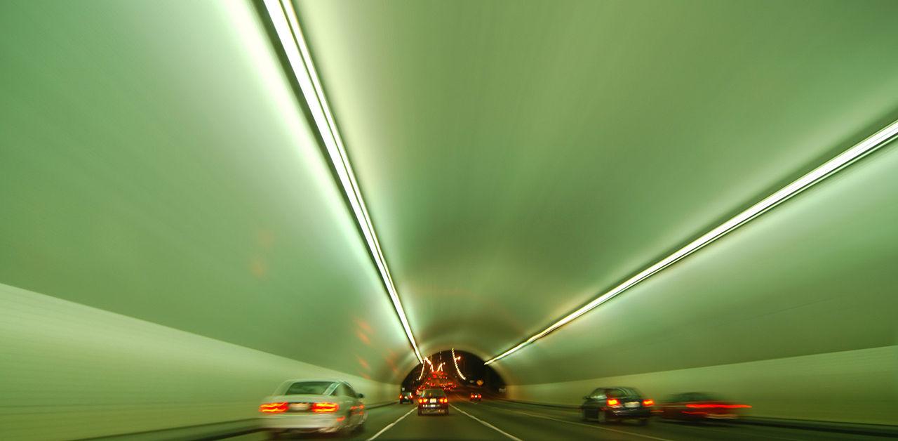 1280px-Yerba_Buena_Island_tunnel