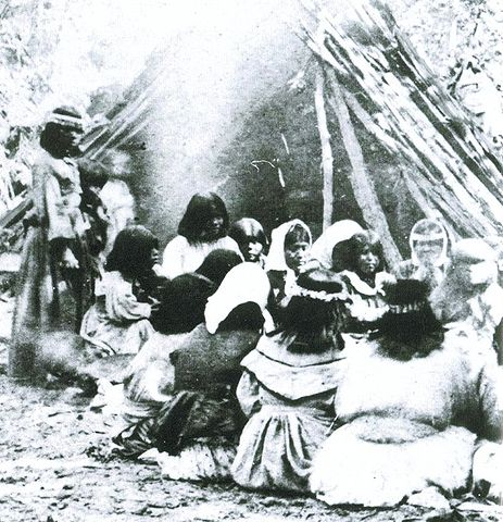 463px-Miwok-Paiute_ceremony_in_1872_at_current_site_of_Yosemite_Lodge