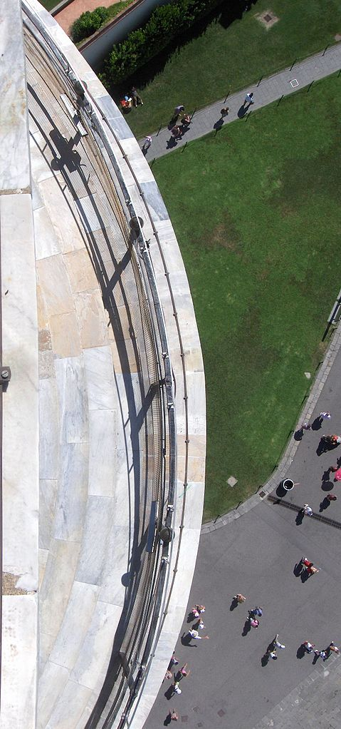 479px-View,_looking_down_from_top_of_Leaning_Tower_of_Pisa