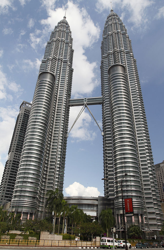 673px-Petronas_Twin_Towers_2010_April