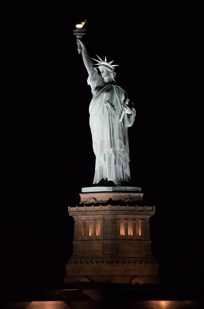 674px-2016-11_Statue_of_Liberty_02