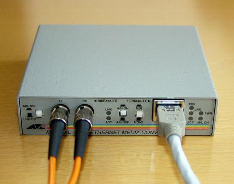 761px-Medienkonverter_100BaseTX_100BaseFX