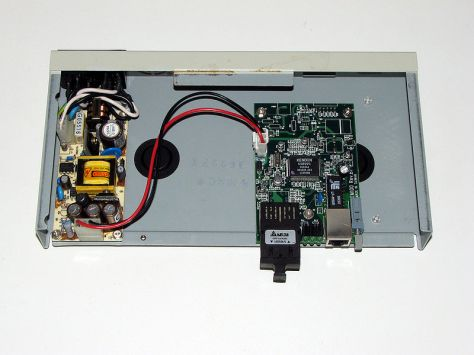 800px-Ethernet-media-converter-transceiver-0a