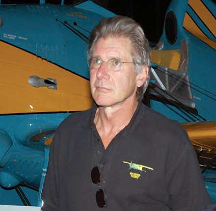 Actor_Harrison_Ford_touring_the_Air_Force_Museum_in_Dayton,_Ohio_(cropped)