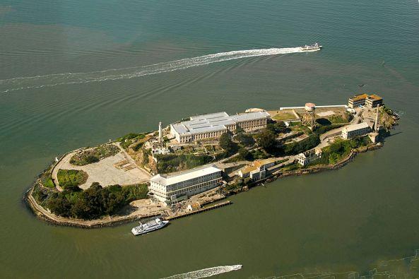 Alcatraz_Island_aerial_view