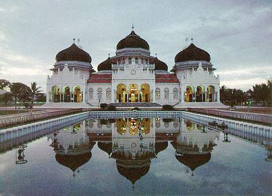 Banda_Aceh's_Grand_Mosque,_Indonesia