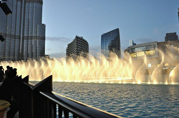 Dubai_fountain-2011_(3)
