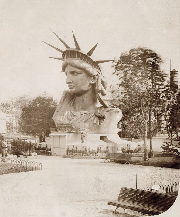 Head_of_the_Statue_of_Liberty_on_display_in_a_park_in_Paris