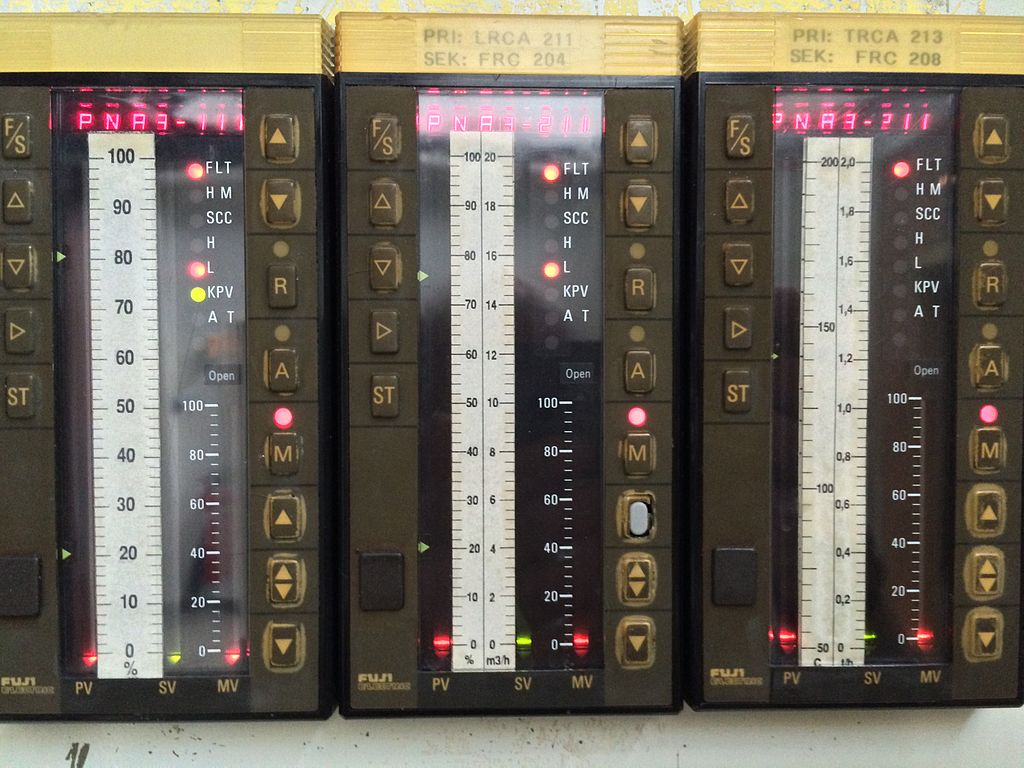 Industrial_PID_controllers_-_front_display
