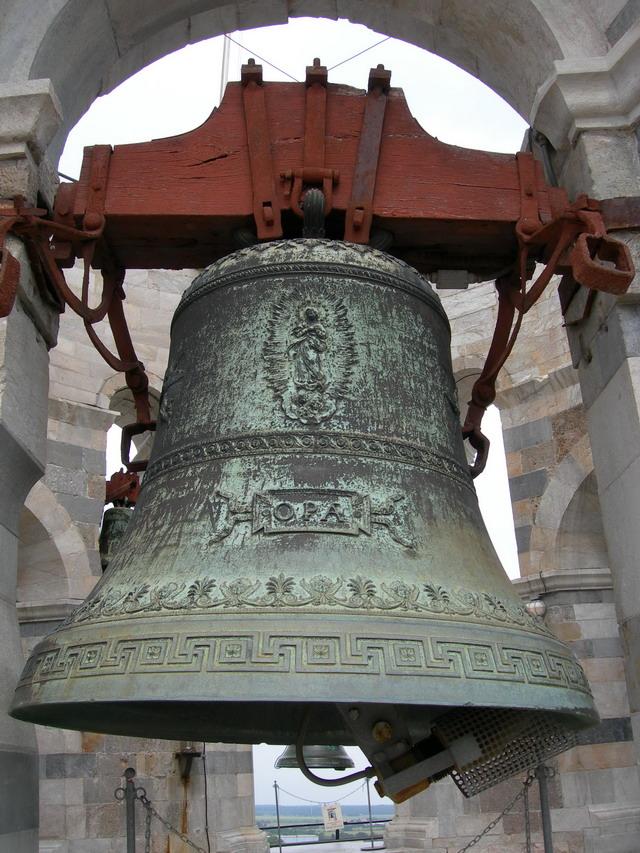 Leaning_tower_bell_assunta