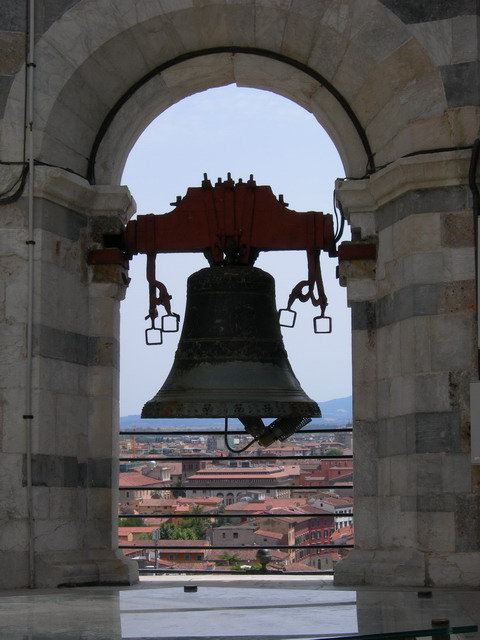 Leaning_tower_bell_Pasquareccia