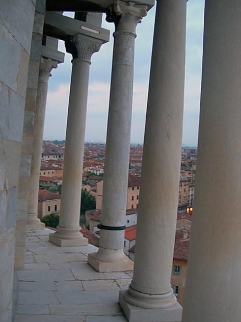 Leaning_tower_loggiati
