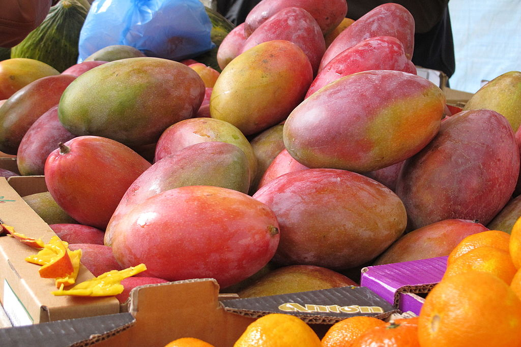 Mangoes_in_Paris_farmer's_market