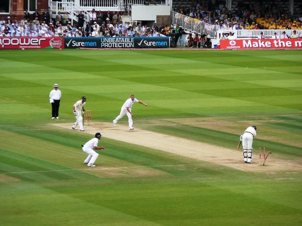 1024px-Flintoff_bowling_Siddle,_2009_Ashes_2
