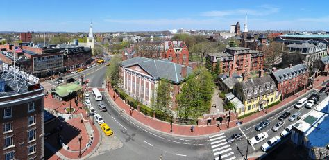 1024px-Harvard_square_harvard_yard