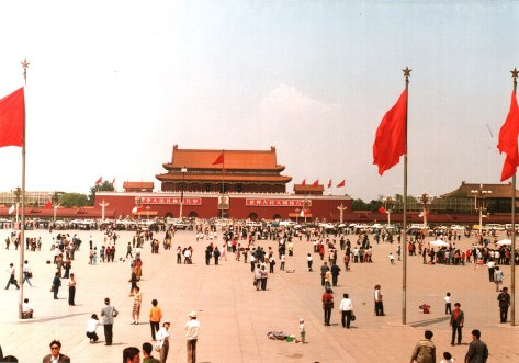 1200px-Tiananmen_Square,_Beijing,_China_1988_(1)