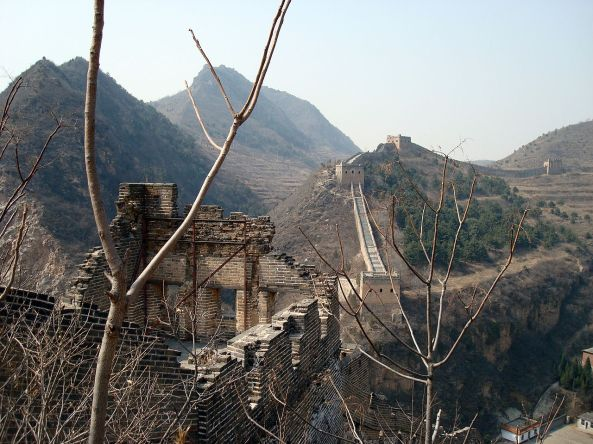 1280px-Great_Wall_at_Simatai_overlooking_gorge (1).jpg