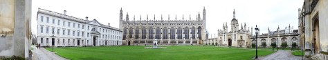 1280px-Panorama_depicting_the_Front_Court_of_King's_College_Cambridge