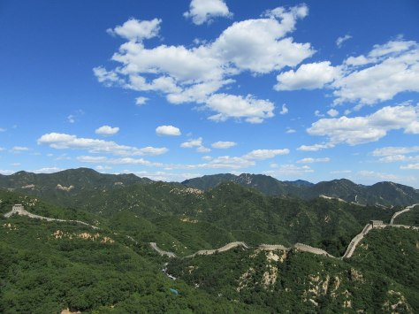 1280px-The_Great_Wall_of_China_in_a_clear_day_at_Badaling