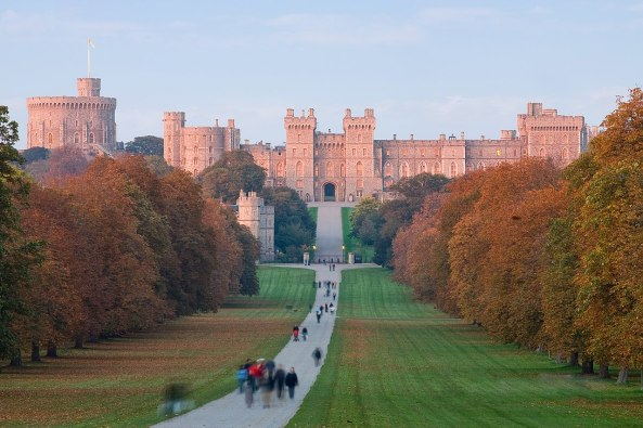 1280px-Windsor_Castle_at_Sunset_-_Nov_2006