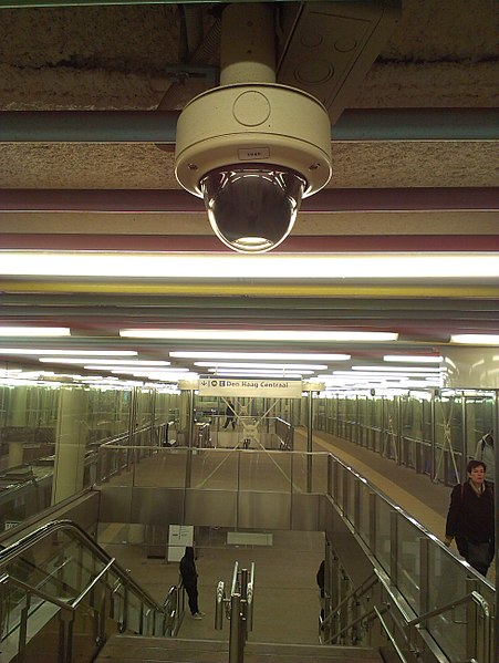 451px-CCTV_dome_camera_subway_Rotterdam