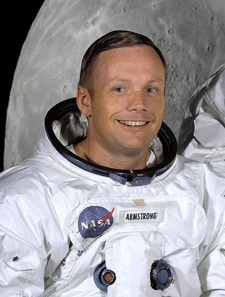 455px-Neil_Armstrong_in_suit